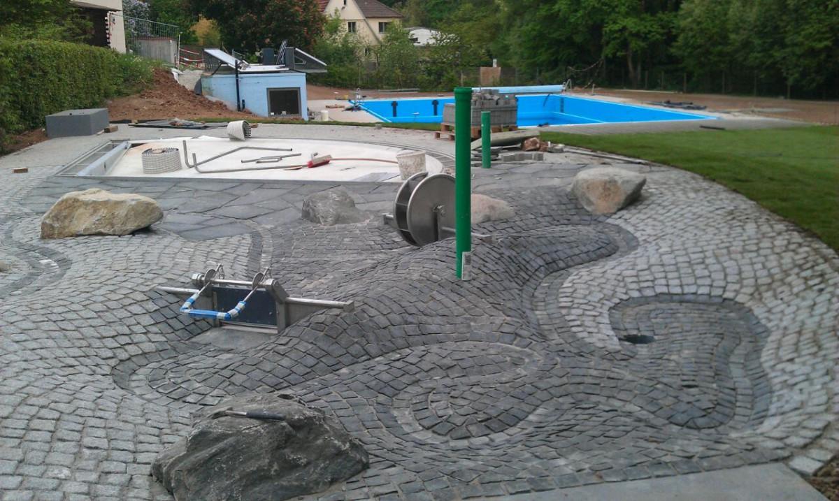 Neuer Kinderbereich mit Bachlauf und Wasserspielgeräten