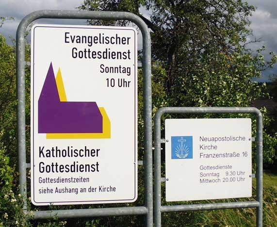 Kirchen Hinweistafel Gottesdienstzeiten